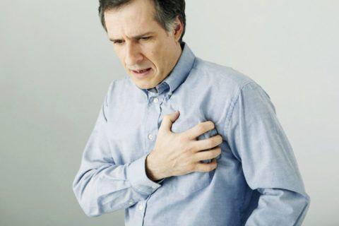 Боль в области грудины не типичный симптом при понижении артериального давления.