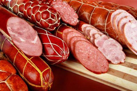 Гипертоникам не следует есть колбасу