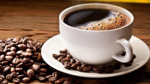 Натуральный заварной кофе повышает пониженное давление.