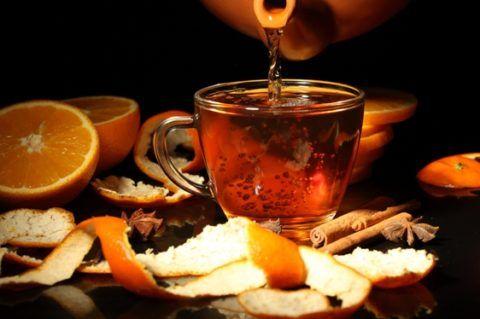 При АД 100/45 помогает чай с коньяком