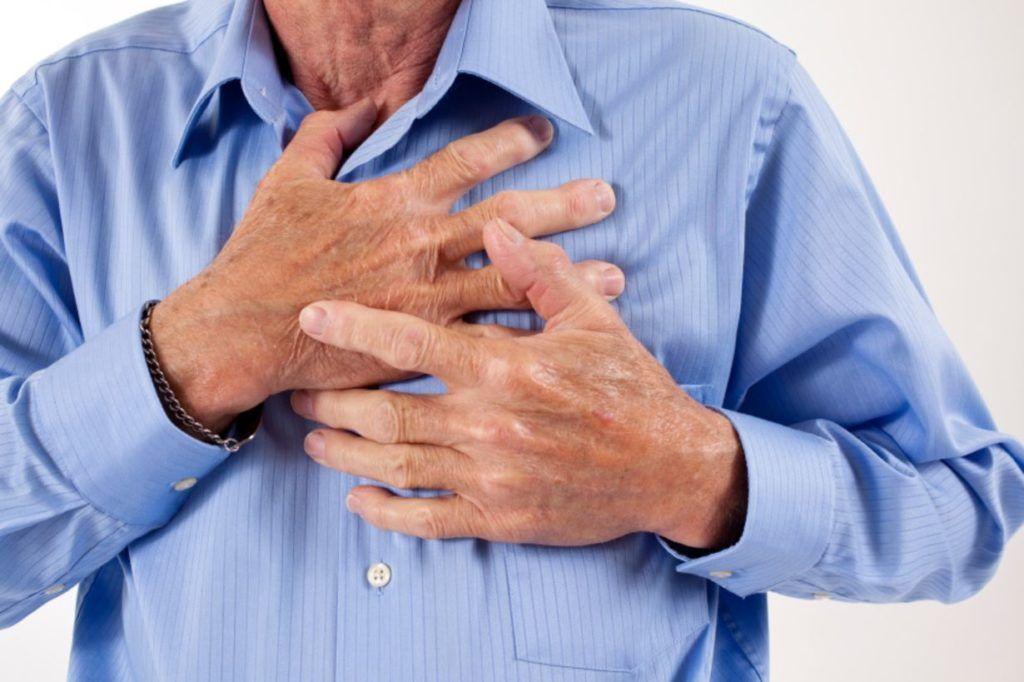 Острая боль за грудиной и нехватка воздуха — первые симптомы ОКС