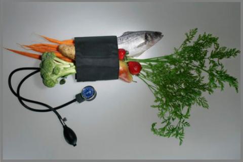 Гипертоникам, как и гипотоникам, следует потреблять большое количество свежей зелени