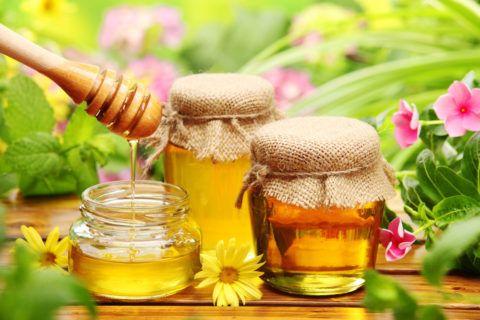 Глюкоза в составе меда укрепляет миокард.