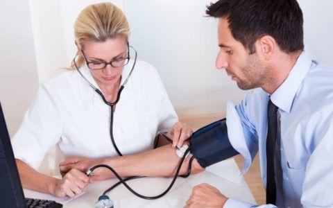 Измерение АД у врача