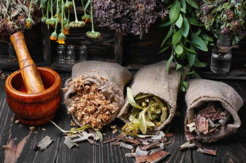 Лекарственные травы для лечения сердечно-сосудистой системы должен подбирать специалист.