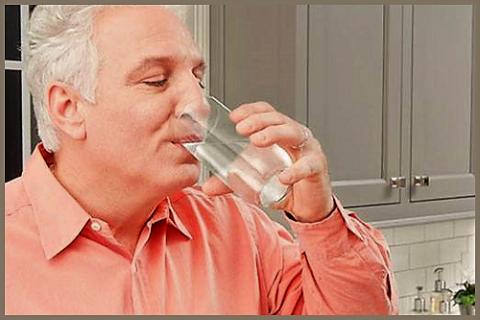 Одна из причин гипотонии – «банальное» нарушение питьевого режима
