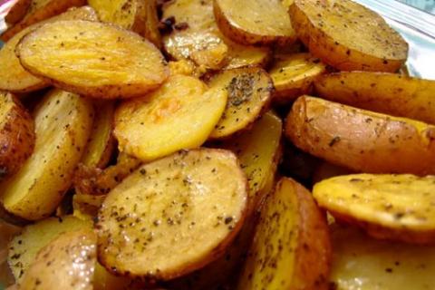 Основа калиевой диеты – картофель, яблоки, курага, изюм