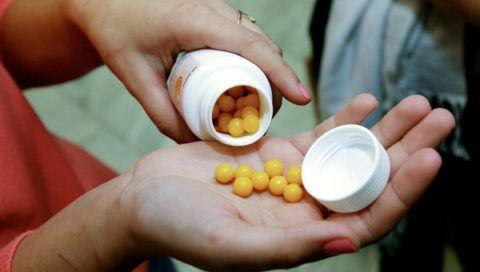 Прием витаминов.