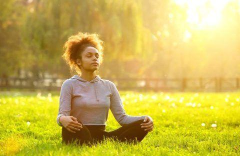 Справиться с неприятным симптомом помогут упражнения дыхательной гимнастики
