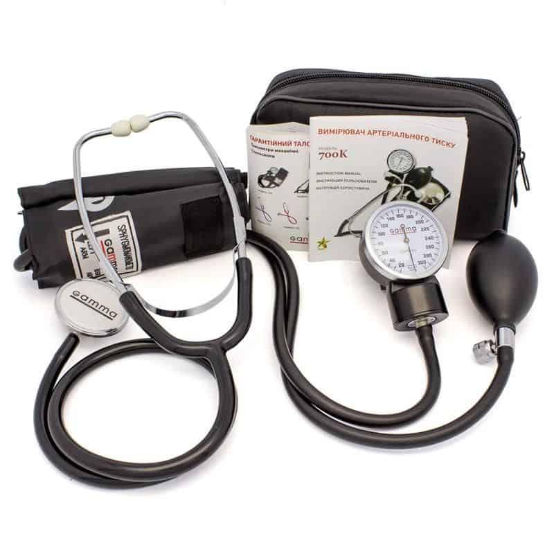 На фото механический или ручной тонометр – аппарат для измерения давления.