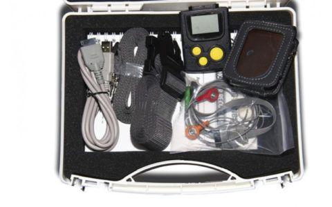 На фото ЭКГ-аппарат для фиксации ритма сердечной мышцы.