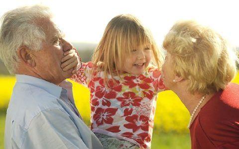 Пожилые люди и дети требуют особенно внимательного контроля за приемом лекарств
