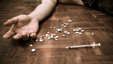 Употребление наркотических веществ.