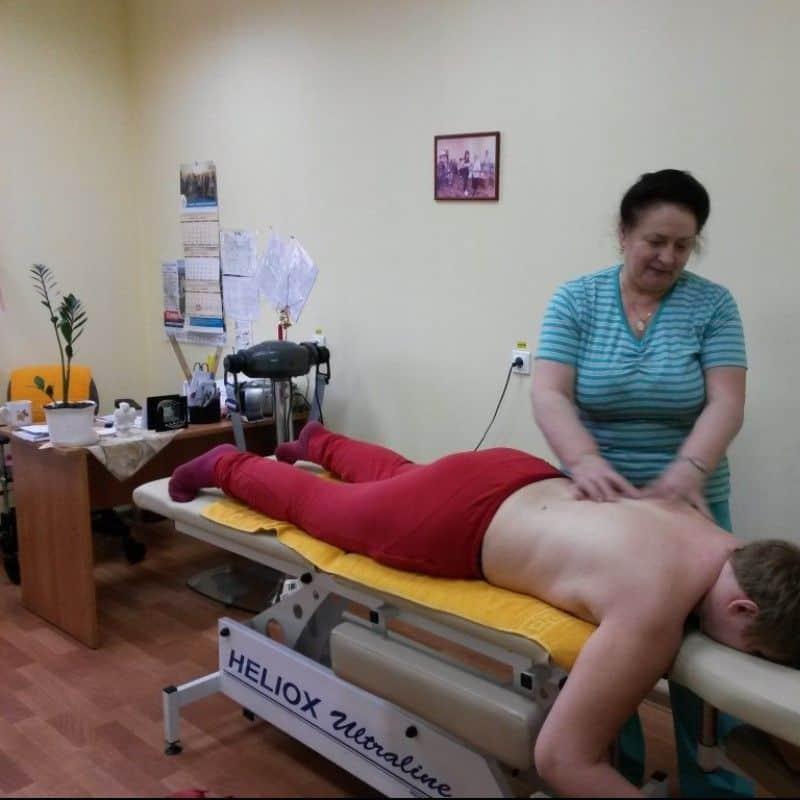 Санаторная реабилитация включает курсы массажа.