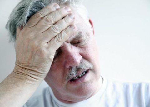 При хронической СЛН больной ощущает головокружения и тошноту.