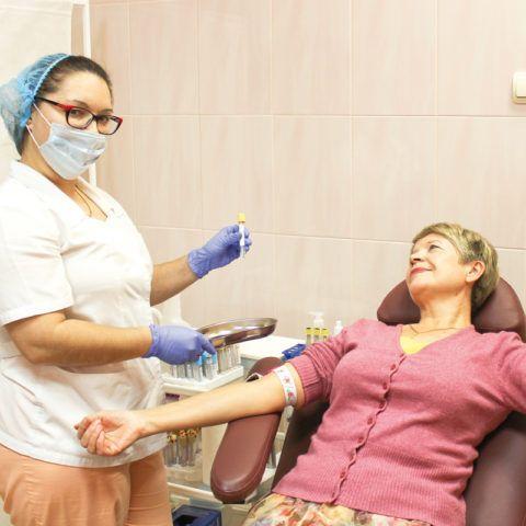 При патологиях ССЗ важен постоянный контроль пациента.