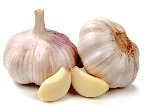 Чеснок – природный компонент для снижения уровня холестерина в крови.