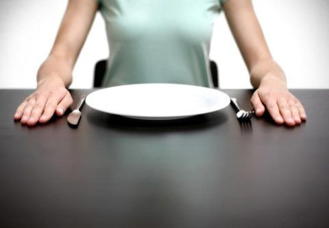 Голодание и недостаток питательных веществ в организме – причина развития миокардиострофии.