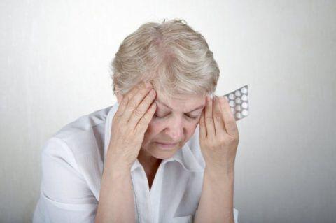 Тринитрат глицерина быстро и неизбежно вызывает краткосрочный приступ головной боли