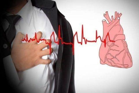 Заболевания сердца являются наиболее частой причиной появления болей с левой стороны под ребрами.