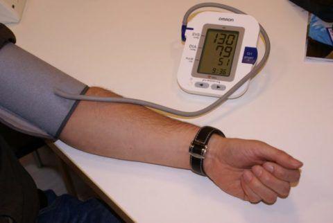 В период замеров давления рука должна находиться в расслабленном состоянии.