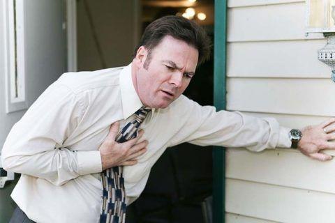 Жгучая боль под грудиной после стресса