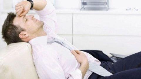 Инструкция велит принимать нитроглицерин лёжа, резкое сужение сосудов головы может закончиться обмороком