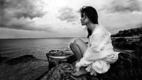 Душевные переживания могут вызывать ноюще-тупую боль в области грудной клетки