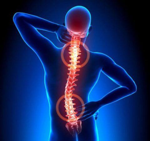 Остеохондроз может вызывать боли в области груди.