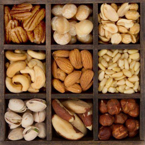 Потребление орехов снижает концентрацию холестерина в крови.