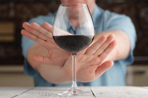 При гипертонии лучше полностью отказаться от употребления алкоголя