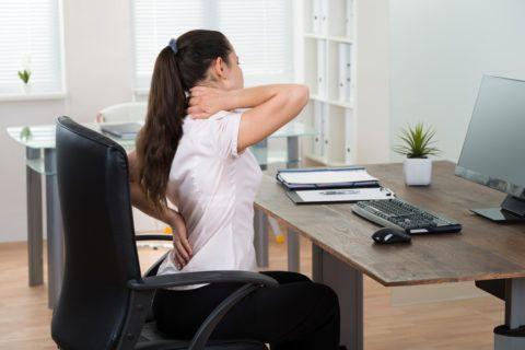 Сидячая работа и некомфортное рабочее место также являются причиной высокого давления по вечерам