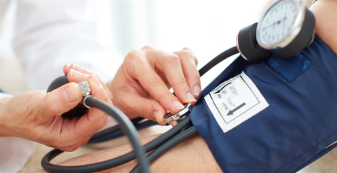 Давление крови в артериальных сосудах измеряется тонометром