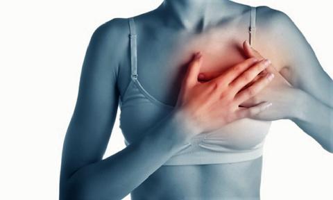 Экстрасистола может вызвать, на 1-2″, острую боль в области верхушки сердца
