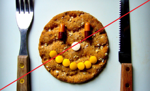 Прием иАПФ во время еды снижает их эффективность ровно в 2 раза