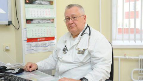 Врач-кардиолог на приеме